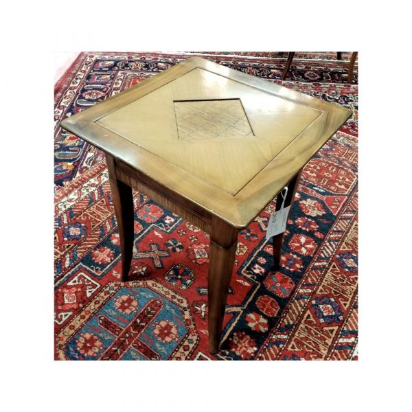 Lamp table with reed detail